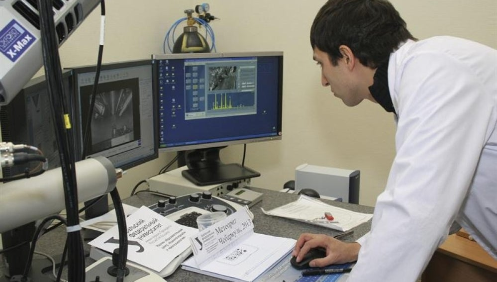 La Universidad Federal de los Urales  inspecciona fragmentos del meteorito