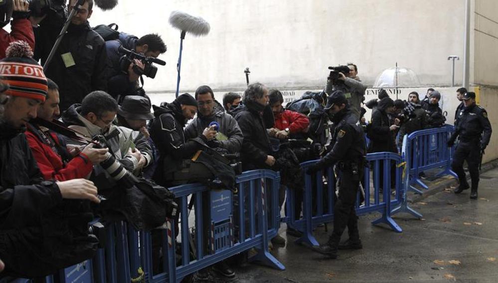 Los medios de comunicación frente al juzgado de Palma