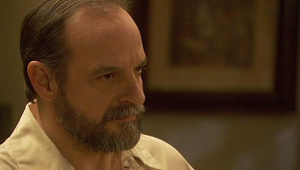 Raimundo descubre lo que Francisca está haciendo con él