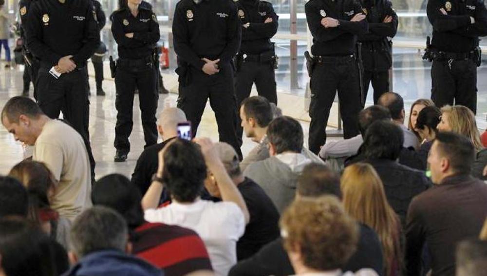 Concentración no autorizada de empleados de Iberia en la T4