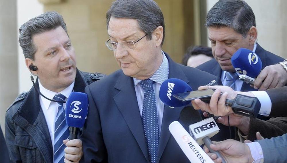 Nicosia y la troika acuerdan una quita menos solorosa para pequeños ahorradores