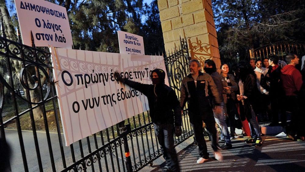 Protestas en Chipre por las condiciones del rescate