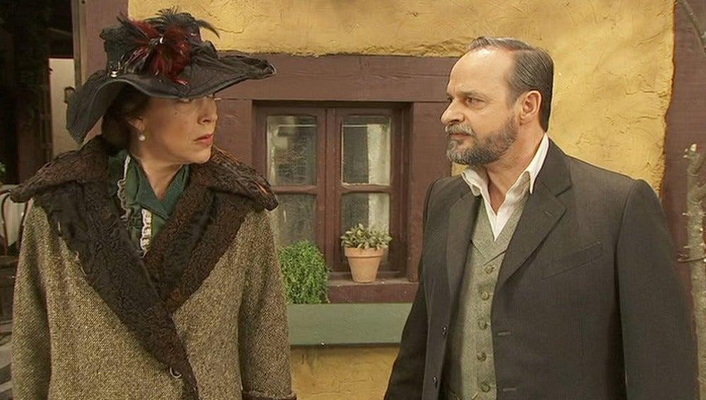 Raimundo y Francisca discuten públicamente