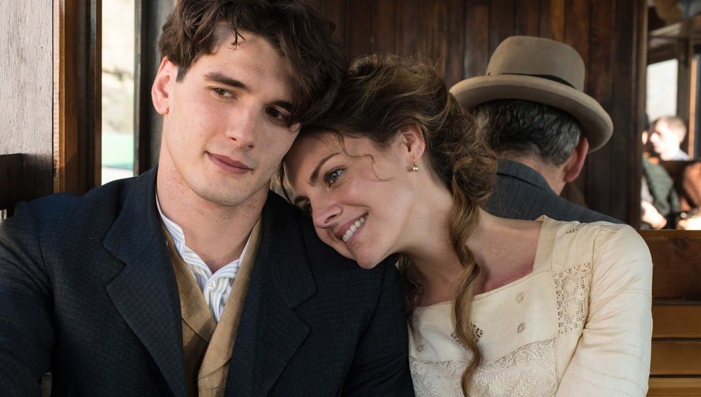 Julio y Alicia enamorados