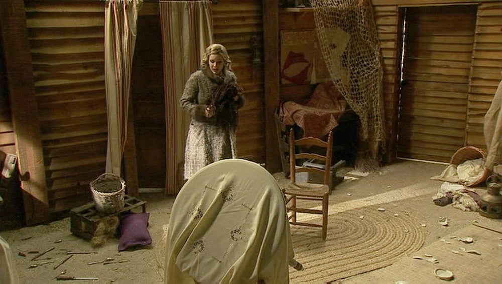 Soledad comprueba que la casa de Roque y Pía está vacía