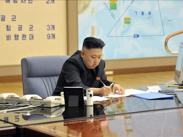 El líder norcoreano, Kim Jong-un, durante una reunión