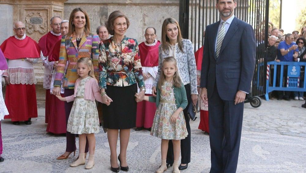 La Casa Real en la misa de Pascua