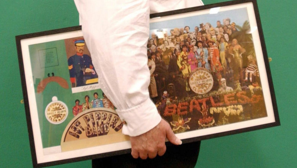 Diseño original de la carátula del album 'Sgt Peppers Lonely Hearts Club Band', de The Beatles