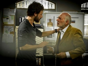 Raúl habla con Ernesto
