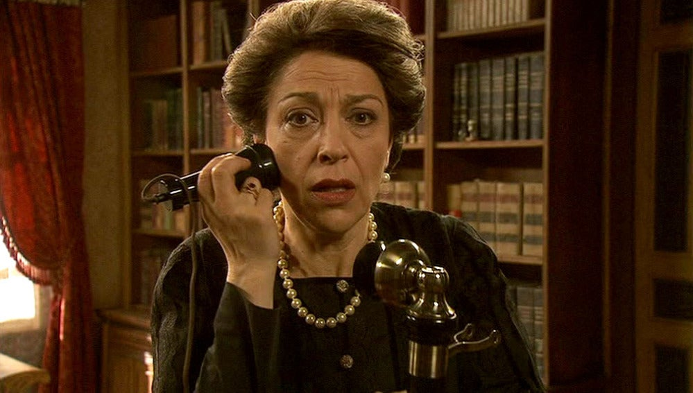 Francisca recibe una extraña llamada telefónica