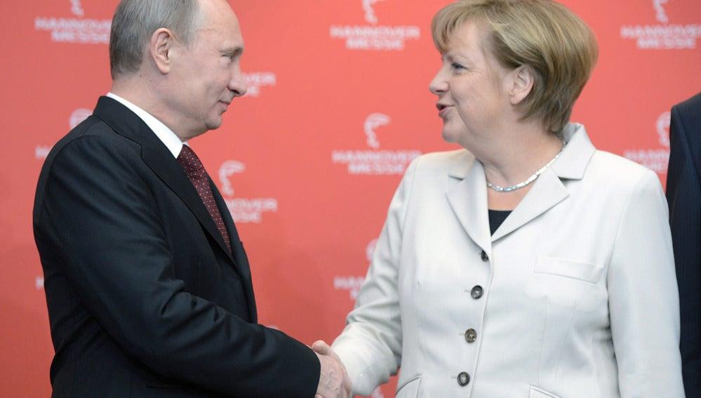 La canciller alemana, Angela Merkel, y el presidente ruso, Vladimir Putin
