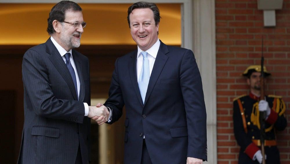Rajoy recibe en la Moncloa a David Cameron
