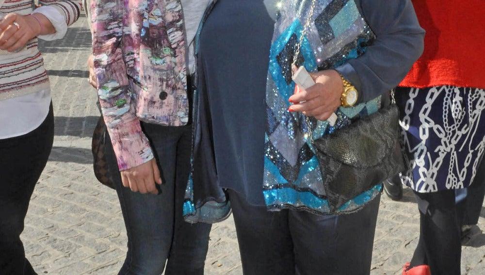 Maria León con su madre Carmina Barrios en los Toros