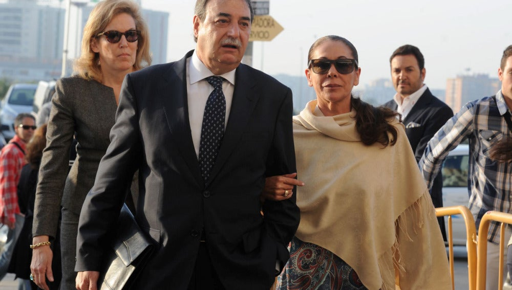 Isabel Pantoja a su llegada al juzgado para conocer la sentencia