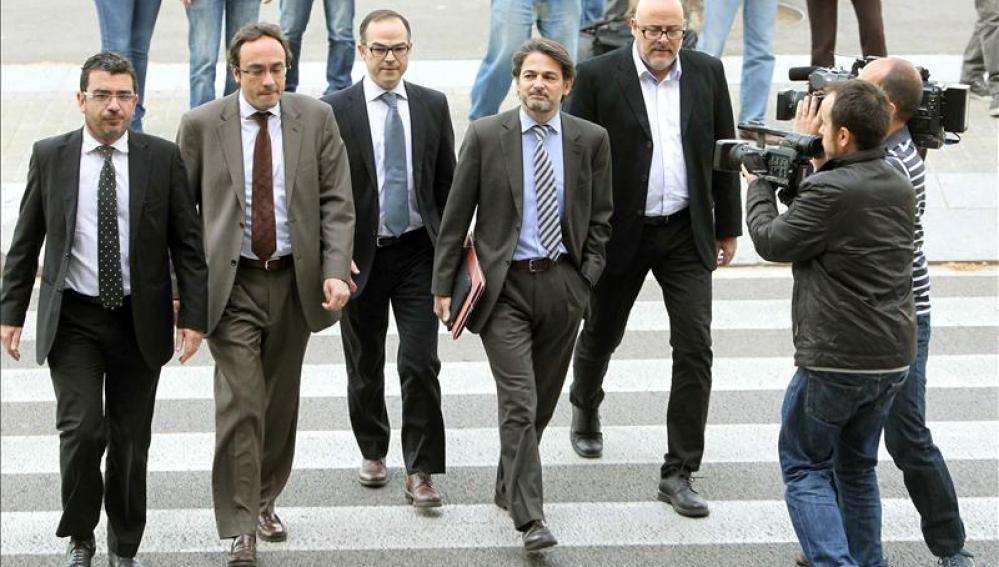Oriol Pujol llega al TSJC arropado por sus sustitutos en la dirección de CDC