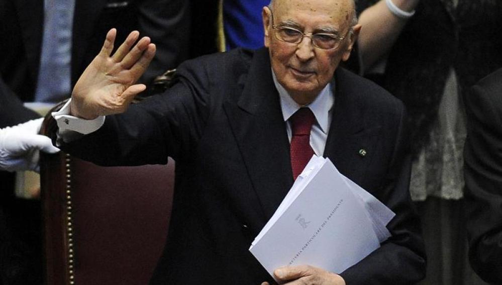 """Napolitano amenaza con dimitir """"si sigue la sordera"""" política"""