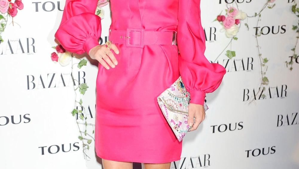 Paula Echevarría, impresionante con un vestido en fucsia y zapatos en azul