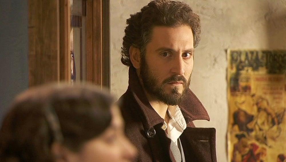 Tristán descubre a Gonzalo y a Candala hablar mal de su hija