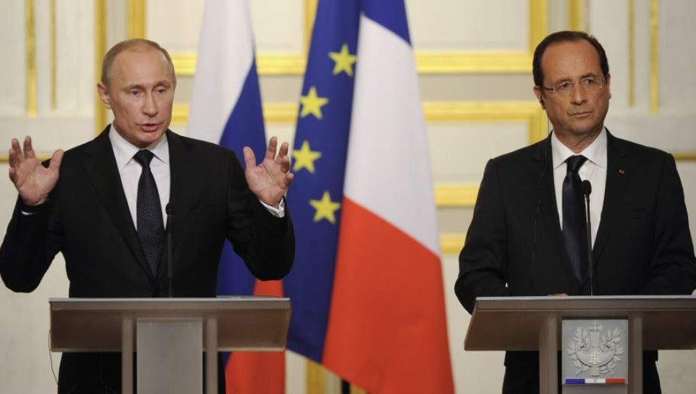 Vladímir Putin y François Hollande en una rueda de prensa conjunta