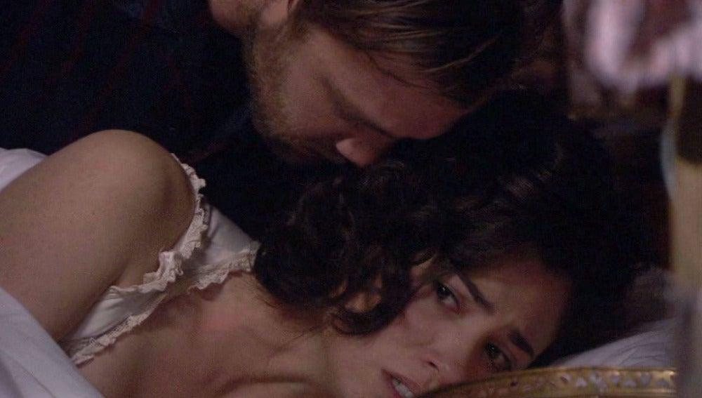 María descubre con pánico que Fernando entra todas las noches a su habitación