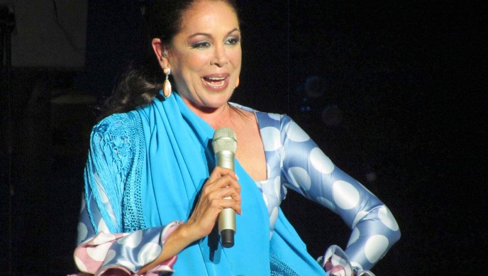 Isabel Pantoja en su primer concierto en Benidorm
