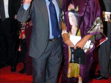 Alfredo Landa y su mujer posando durante la premiere de la película 'Tío Vivo'