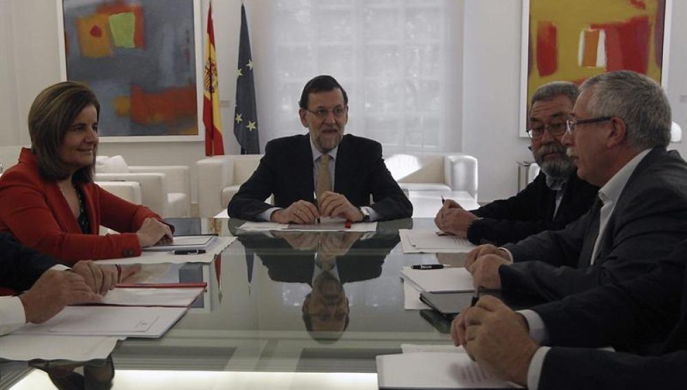 Mariano Rajoy, reunido en Moncloa con los agentes sociales