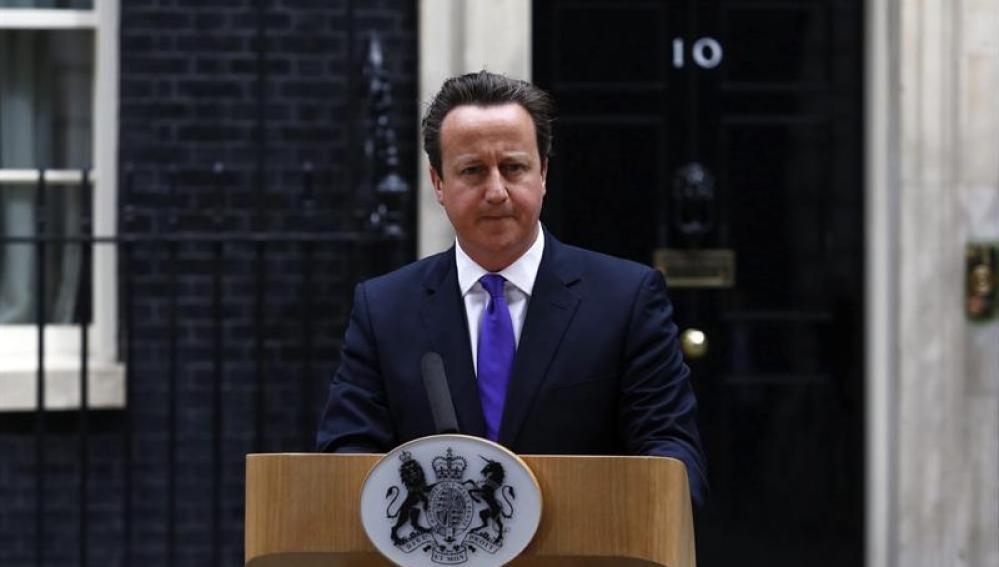 David Cameron se dirige a los medios