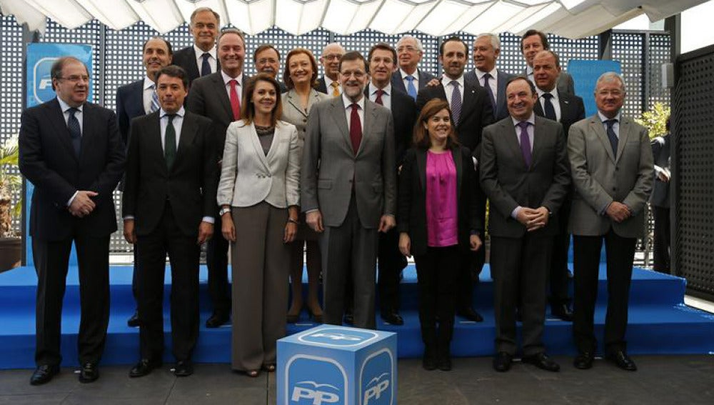 Foto de familia del presidente del Gobierno y de los barones del PP