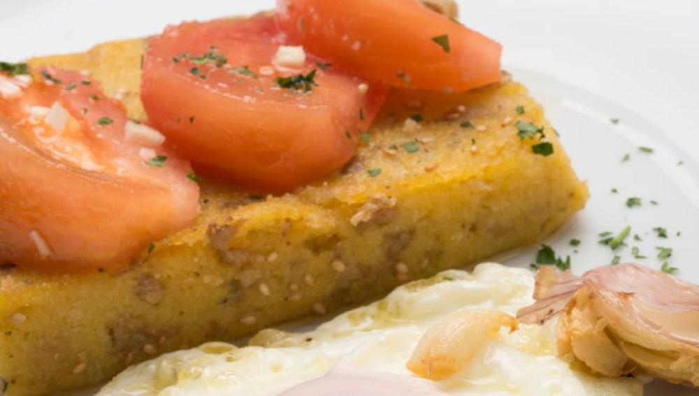 Huevos fritos con polenta