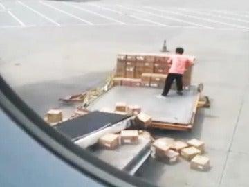 El maletero que no podía hacer peor su trabajo.