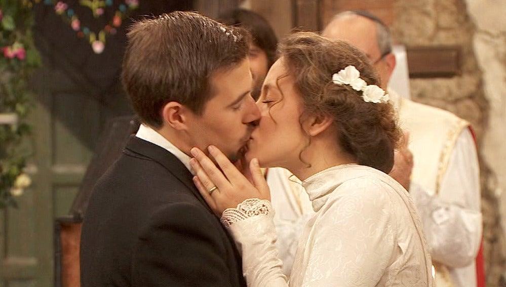 Hipólito y Quintina se casan