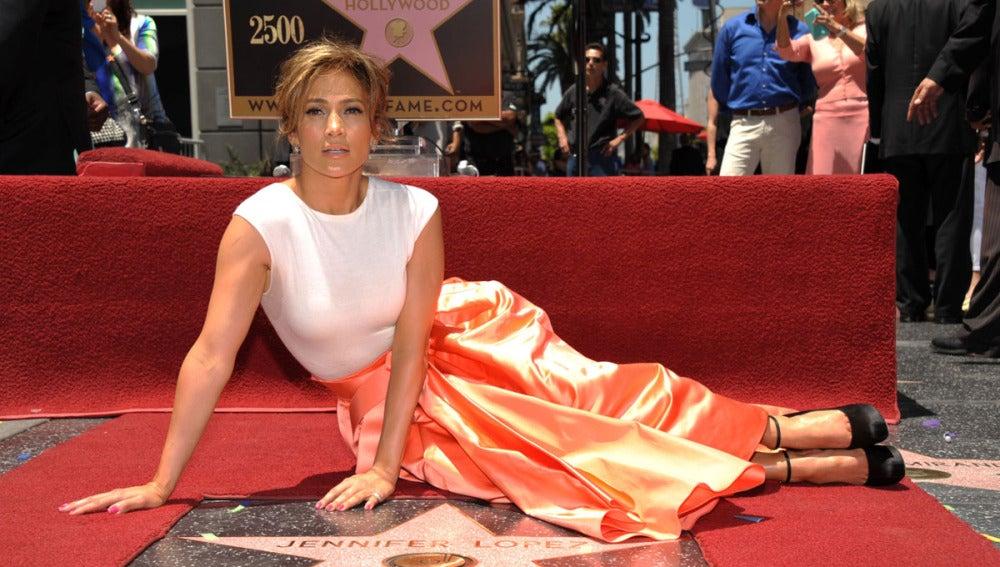 Jennifer López recibe su estrella en el Paseo de la Fama