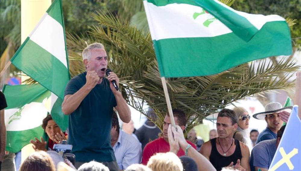 Cañamero habla ante la multitud