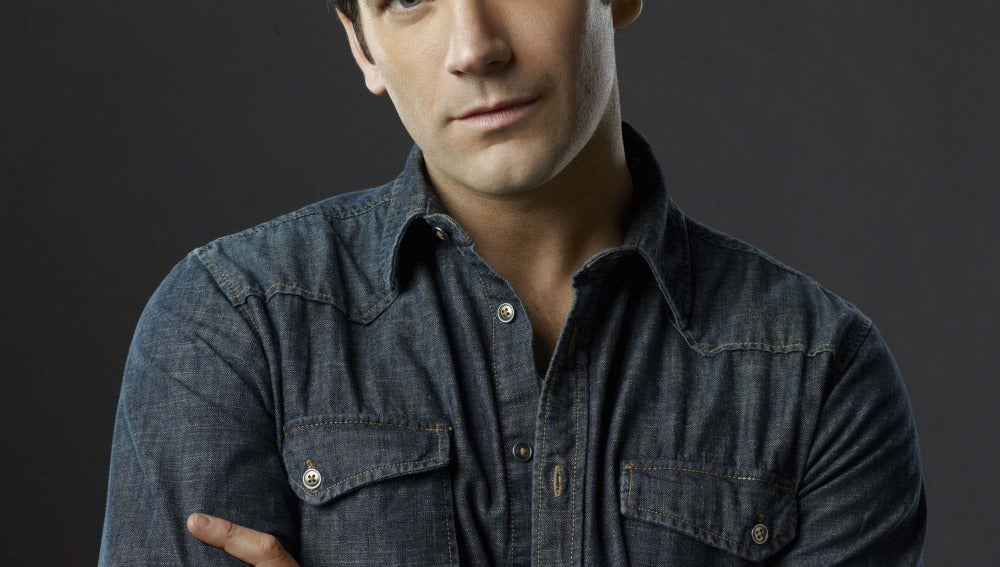 Colin Donnell es Tommy Merlyn