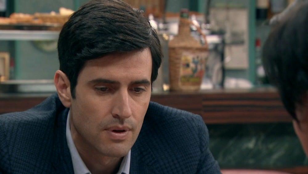 Alicia le da un mensaje de Isabela a Fernando