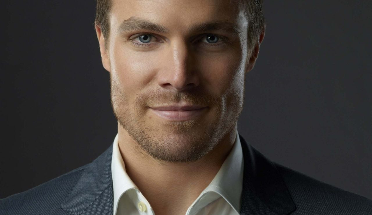 Stephen Amell es Oliver Queen