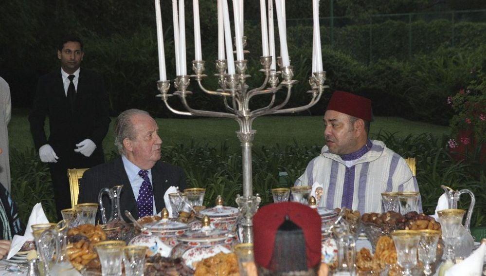 El rey Juan Carlos con el  rey Mohamed VI de Marruecos