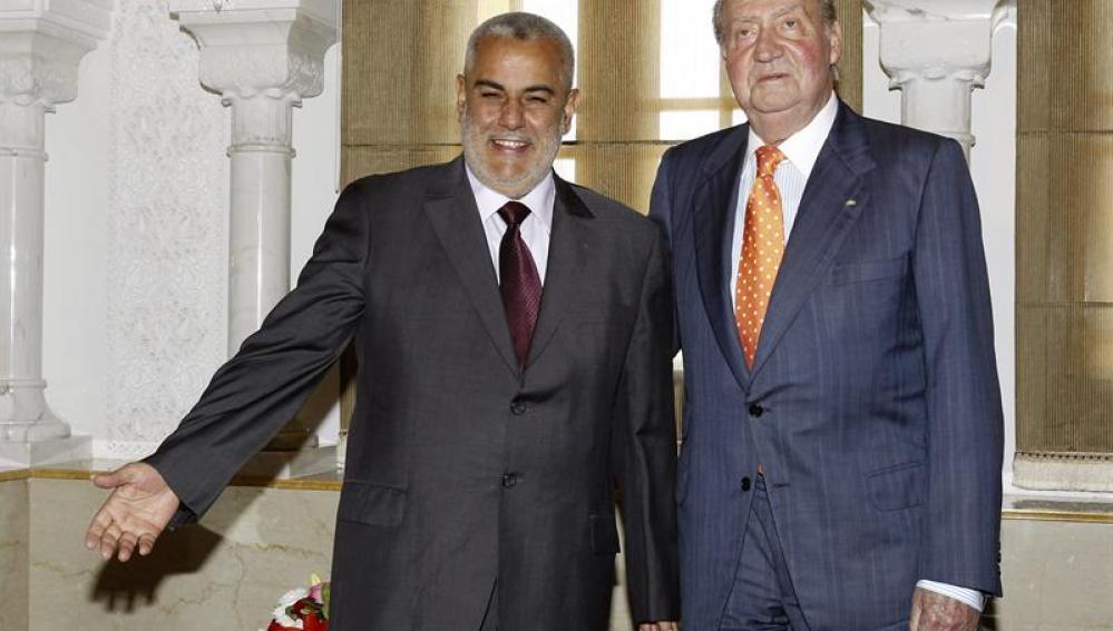 El rey Juan Carlos junto al presidente del Gobierno marroquí, Abdelilah Benkirán