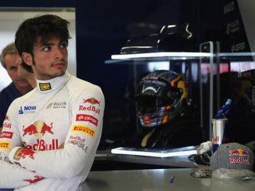 Carlos Sainz Jr en el box de Red Bull.