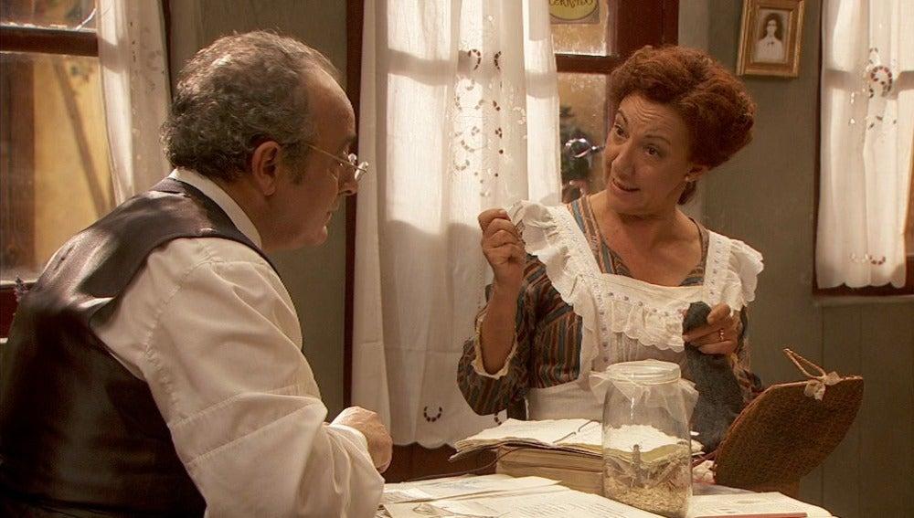 DOlores intenta disuadir a Pedro de su investigación