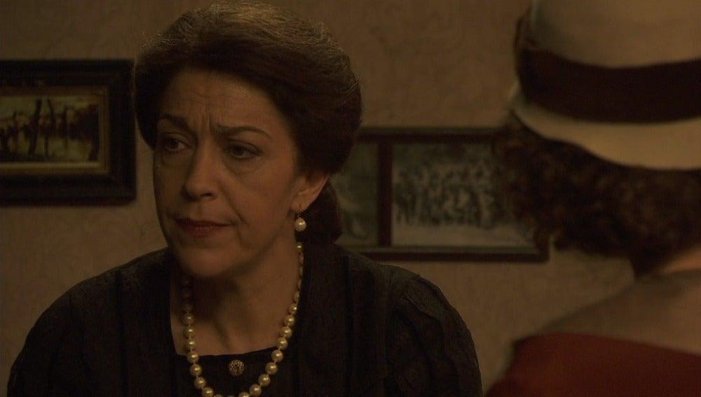 Aurora y Francisca sospechan de los planes de Carmen
