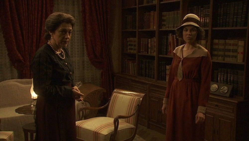 Aurora y Francisca intentan impedir la llegada de Sor Teresa