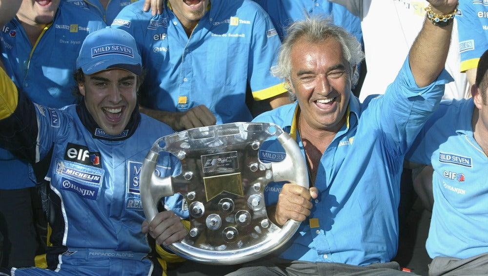 Alonso festeja con Briatore