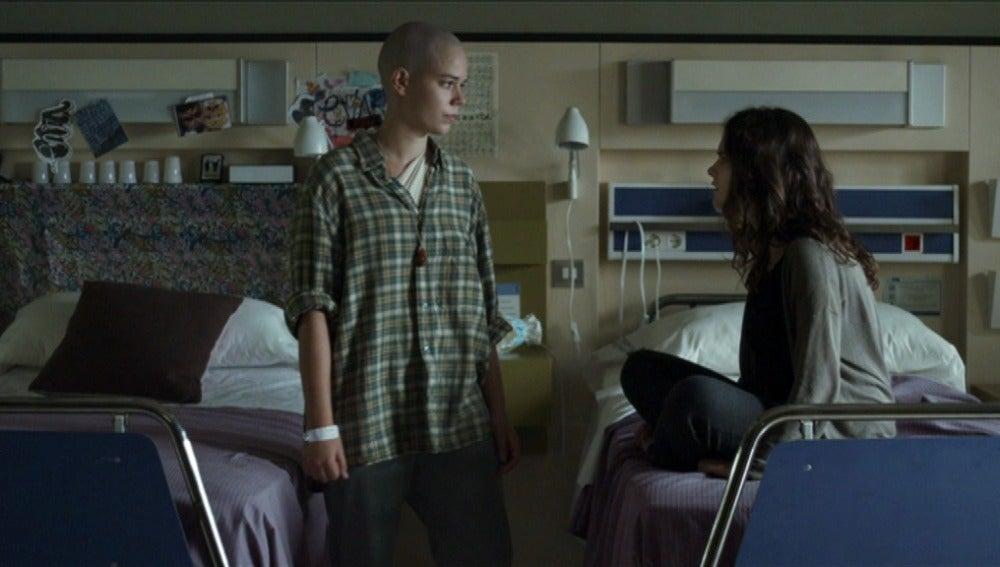 Rym confiesa a Cris que Lleó sigue enamorado de ella