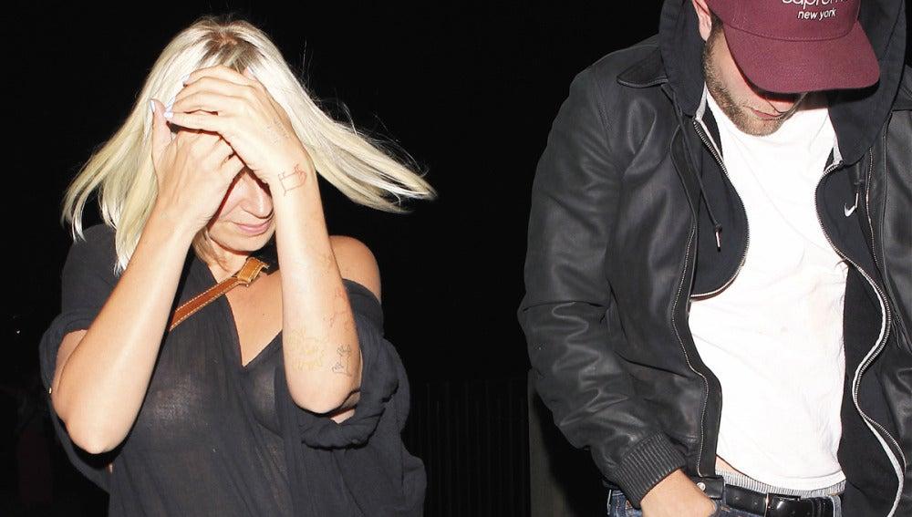 Robert Pattinson pillado junto a la cantante Sia Furler en Los Ángeles