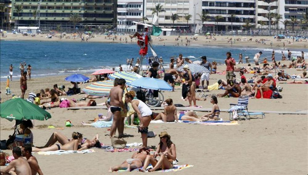 Turistas españoles en Las Palmas de Gran Canaria
