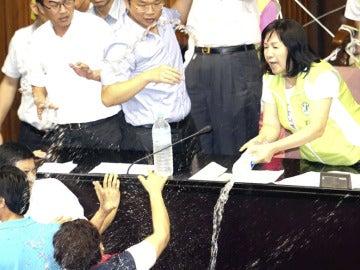 Los diputados de Taiwán se agreden