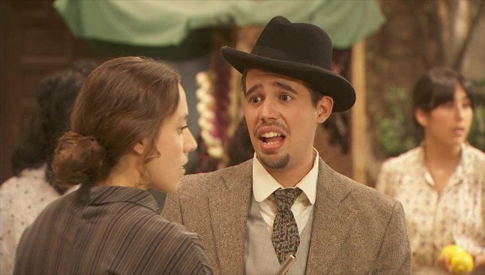 Quintina se enfada porque Hipólito accede a la presión de su madre para cambiar el concurso