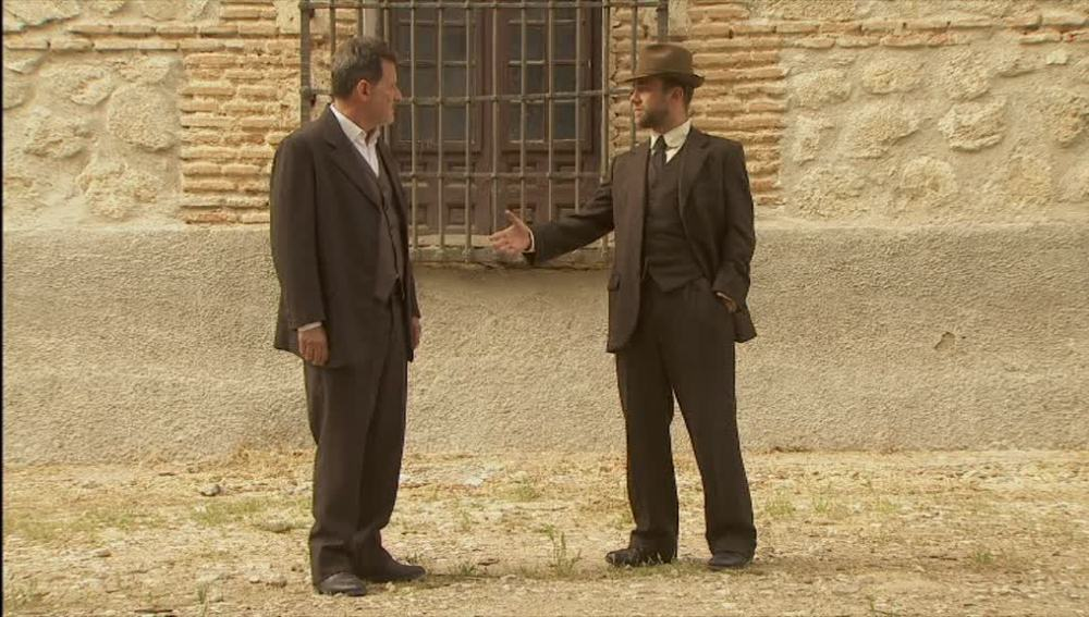 Fernando amenaza a Cipriano a la salida de la cárcel